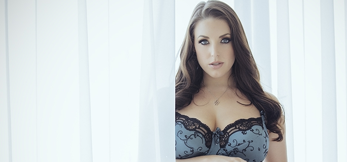 Angela White returns to the Sexpo Australia