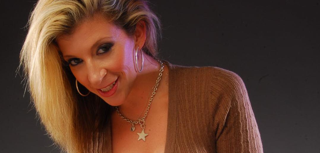 Superstar Sara Jay wins NightMoves Award