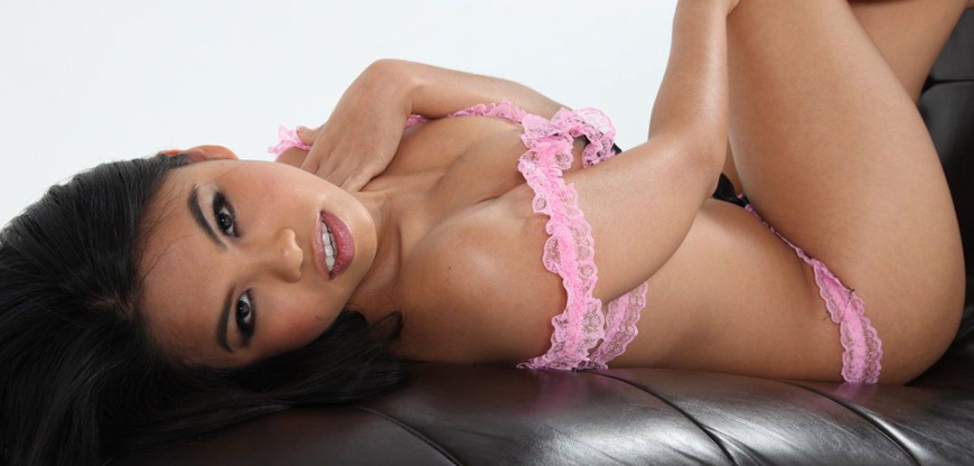 Cindy Starfall co-hosts AVN Halloween Party