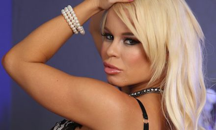 Nikki Delano heads for Vegas to sign at AEE