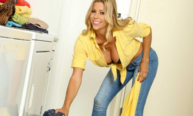 Alexis Fawx signs contract with Mile High Media