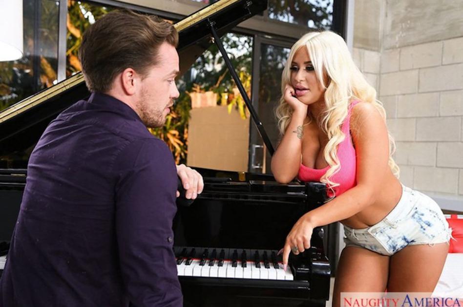 Brandi Bae makes Naughty America premiere