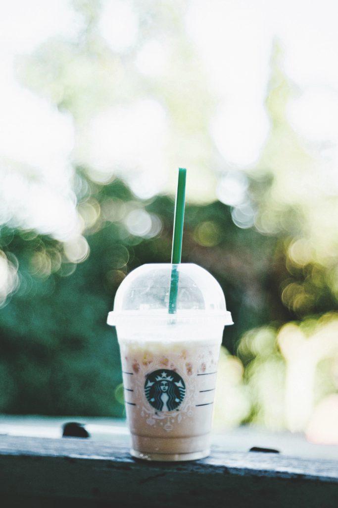 Starbucks smoothie on a grey bench