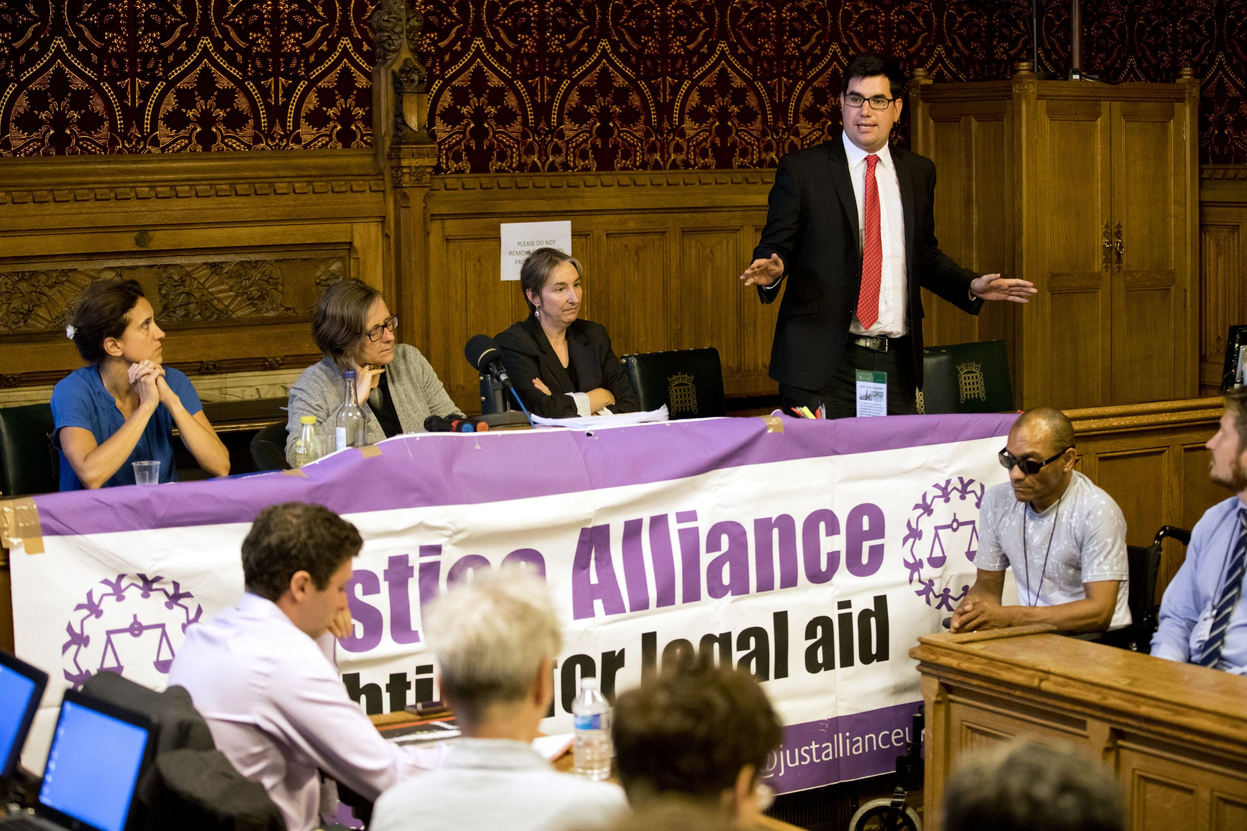 Labour vows to reinstate legal aid for benefit apeals