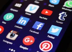Smartphone social media apps