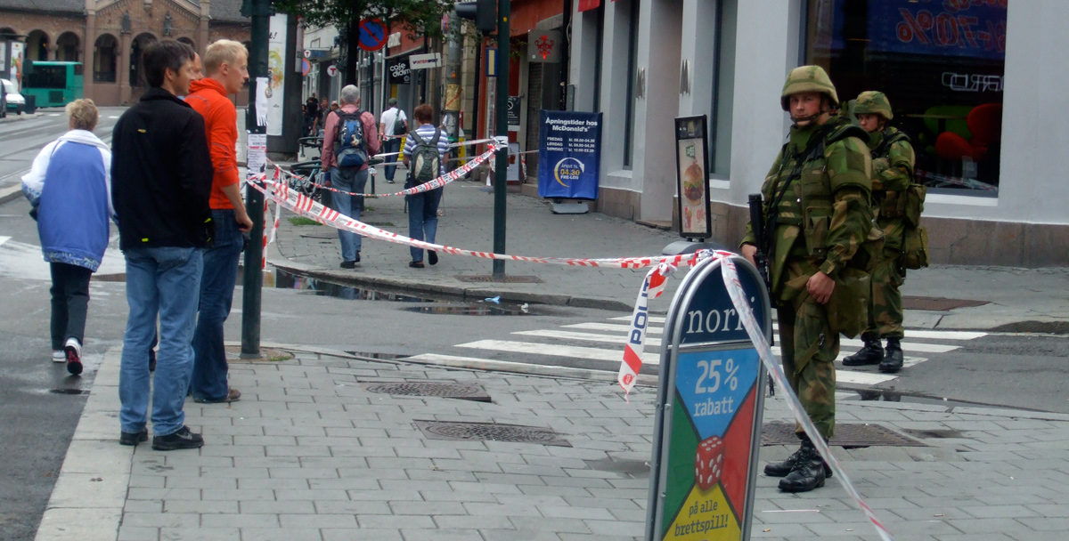 Norwegian army soldiers guarding the Oslo bomb site