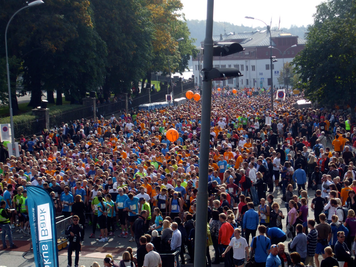 Runners line-up at the start of the half-marathon, Oslo 2011