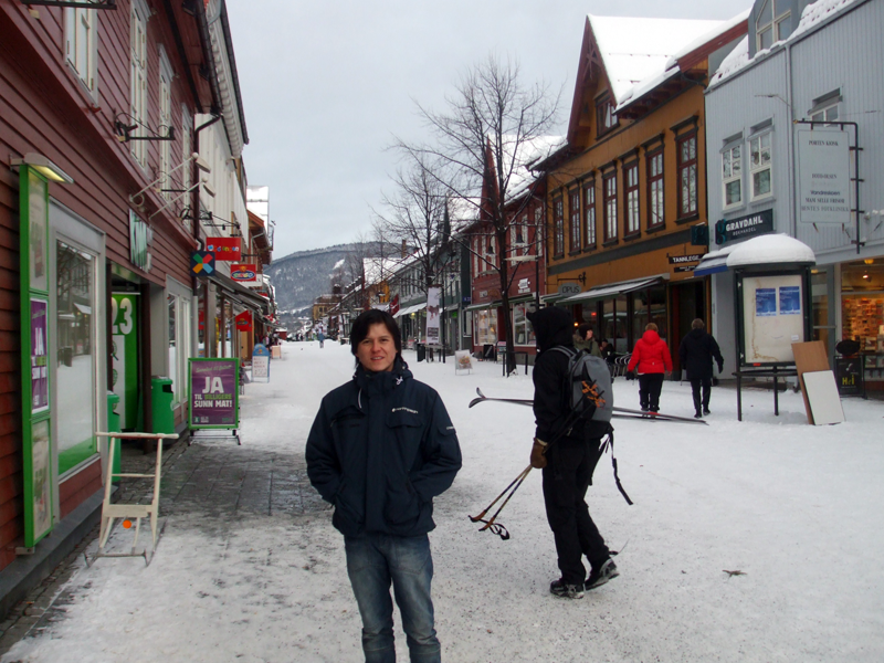 Gerry on a cold Storgata in Lillehammer