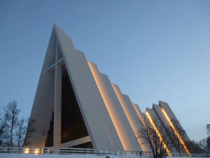 Ishavskatedralen in December polar light