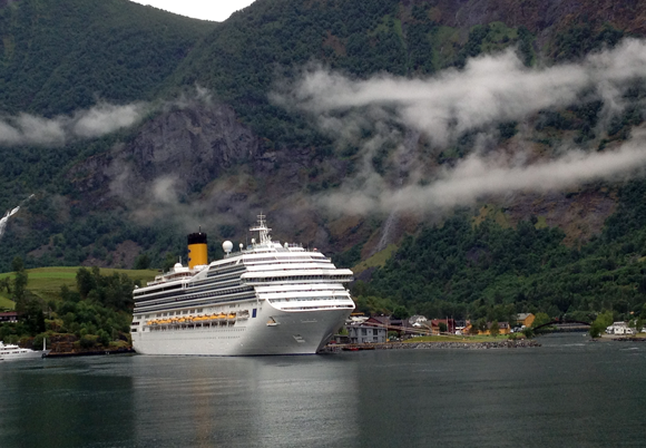 A cruise ship in dock at Flåm