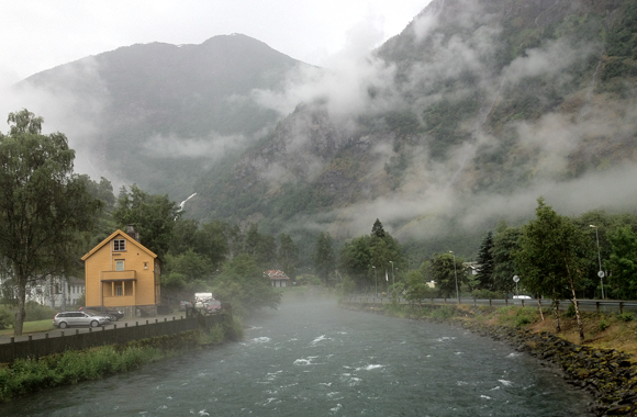 An eerie evening in Flåm