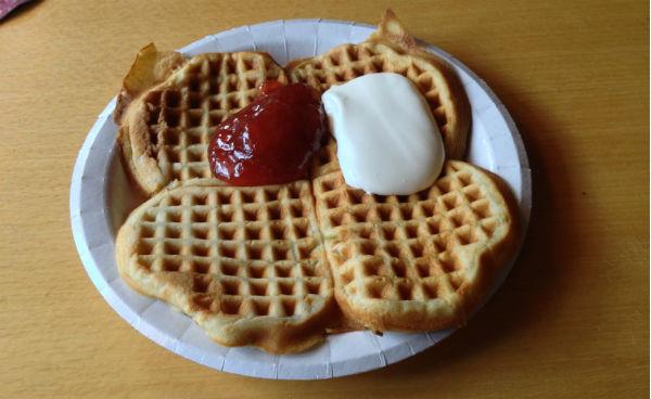 Norwegian waffle with jam