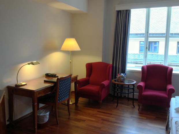 Lounge and work area in the hotel room