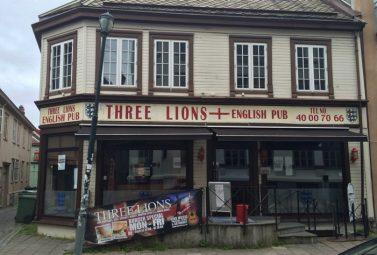 Adrian Douglas – Three Lions English Pub