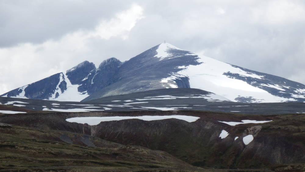 The imposing Snøhetta in Dovrefjell