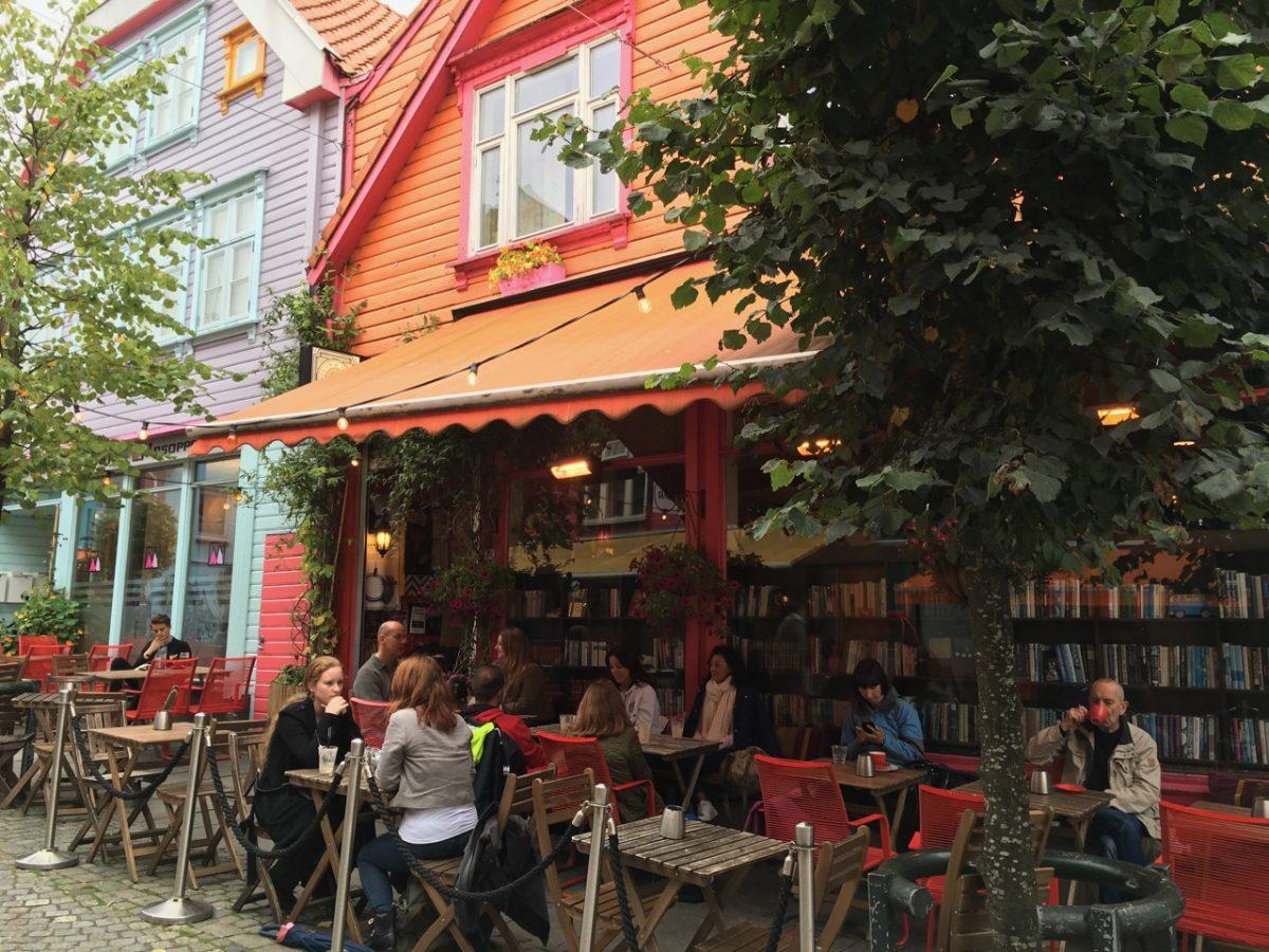 Street cafe on Øvre Holmegate