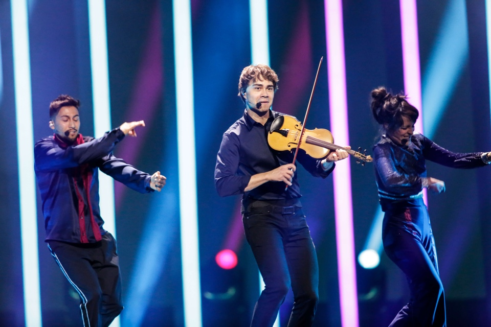 Alexander Rybak performing at Eurovision for Norway