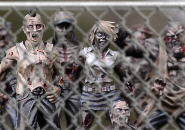 TWD-zombies01-chainlink02