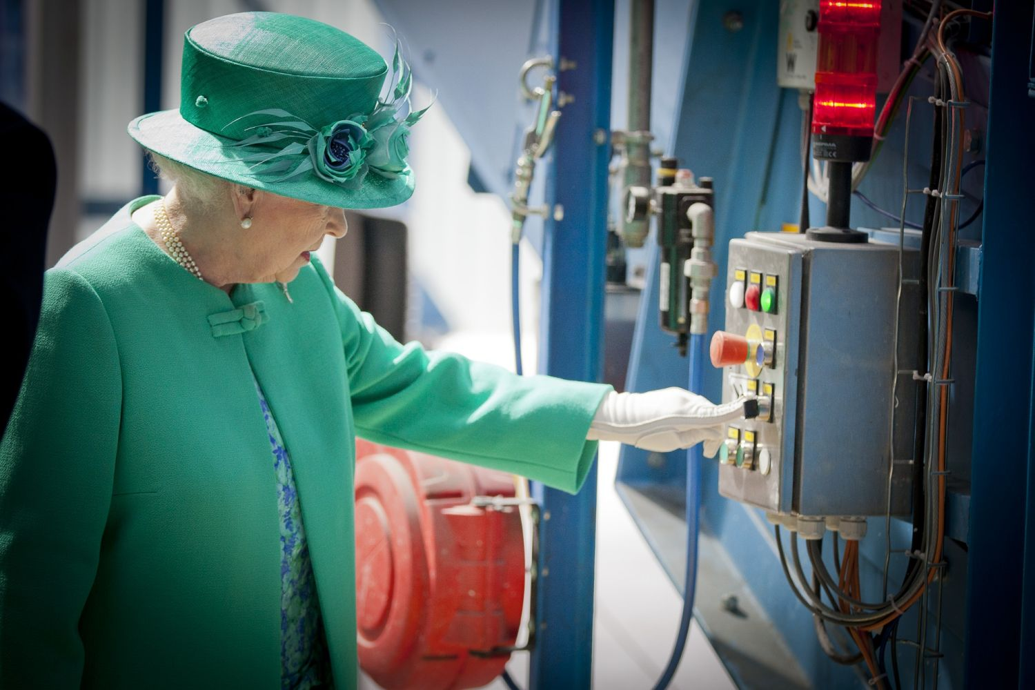 The Queen starts the RCF Conveyor