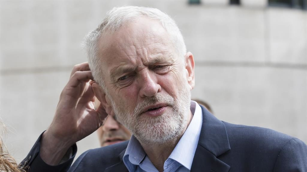 Polls show narrow gap between Conservatives and Labour in UK election