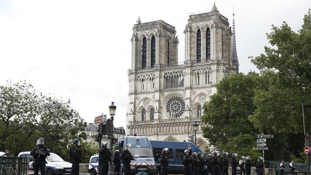 Terror: Police outside Notre Dame