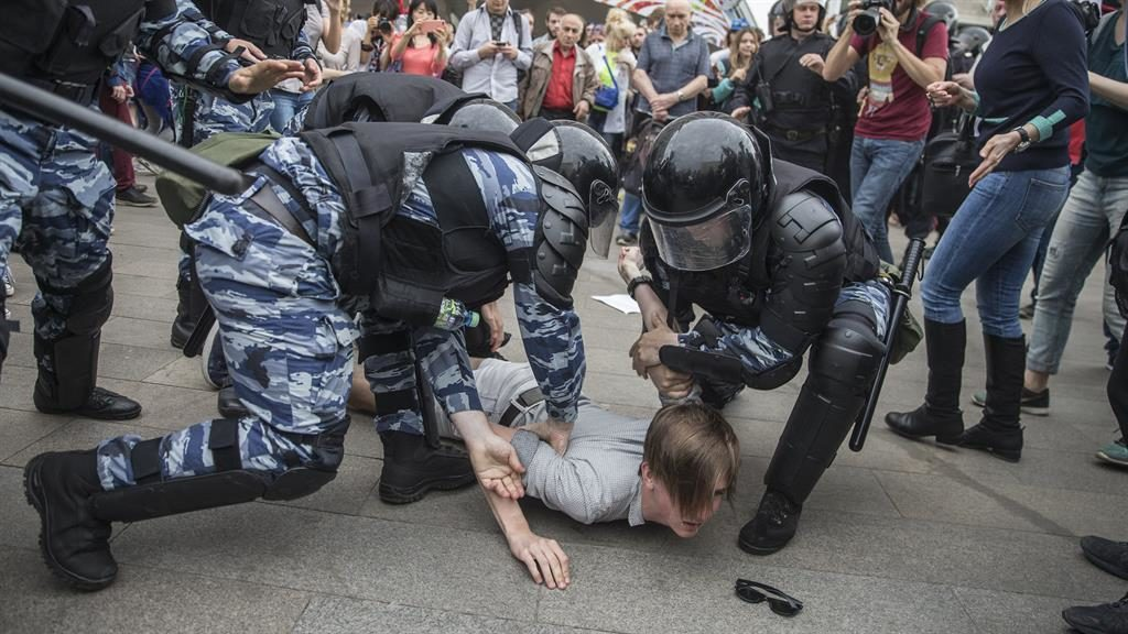 United States condemns Russian Federation after some 1000 opposition activists arrested