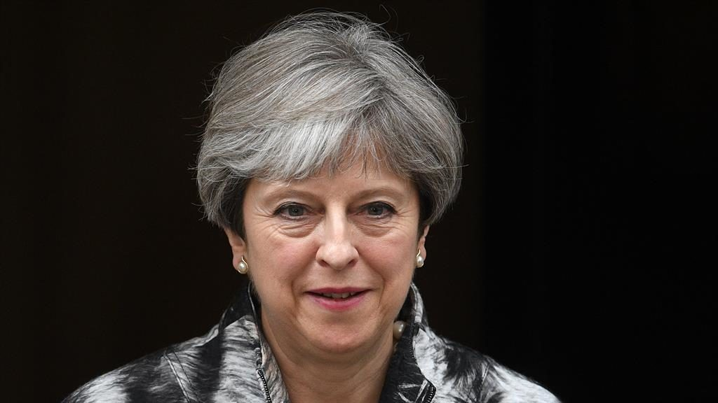UK's Theresa May Shuffles Cabinet, Seeks Deal to Cling to Power