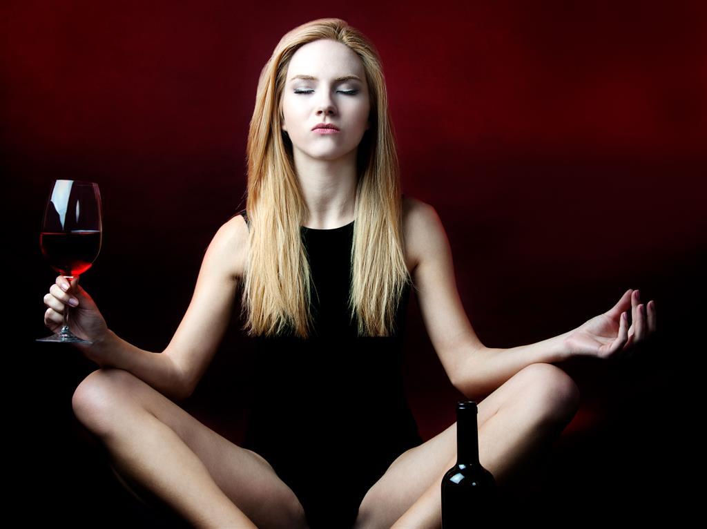 Смешные, картинка с бутылкой вина йога
