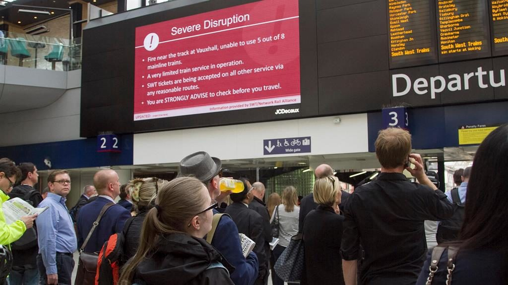 Rail firms to report late trains to the minute