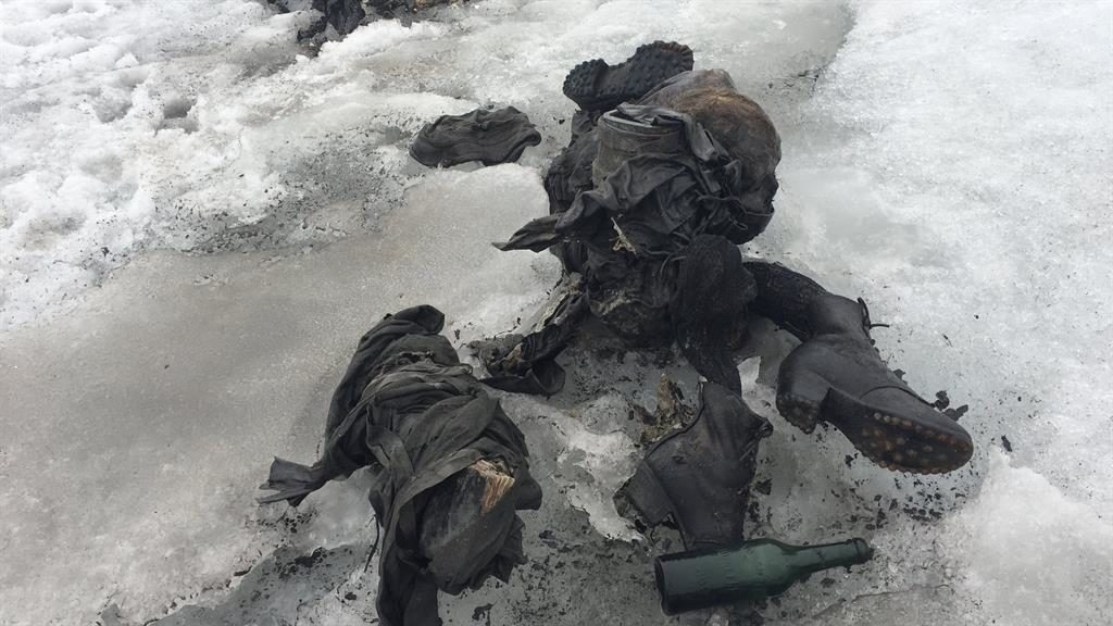 Swiss glacier reveals couple lost in 1942 — BBCI