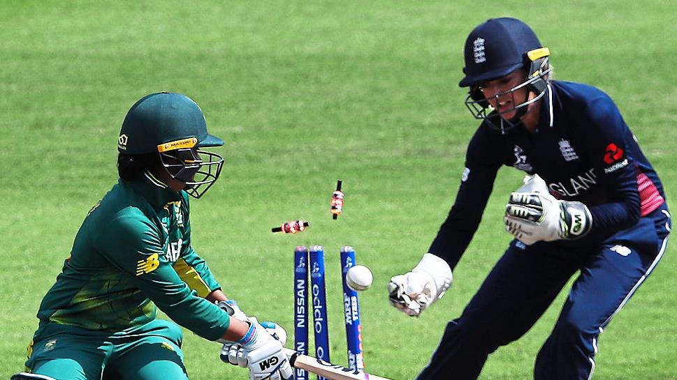 England need 219 to beat South Africa