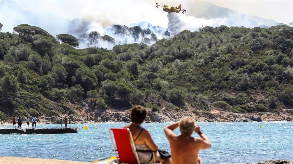 France wildfires: Two teenagers held on suspicion of arson