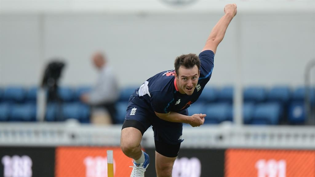 Roland-Jones to replace injured Wood for Oval Test