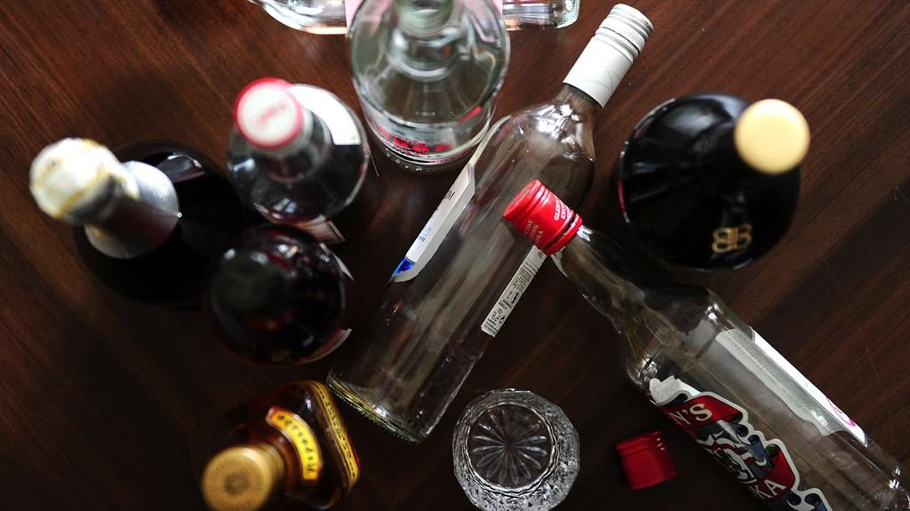 Type 2 diabetes: Drinking alcohol regularly could REDUCE risk of disease