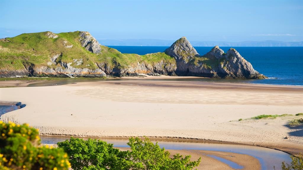 Shock of the bay: No.1 picnic spot Three Cliffs can take the breath away PICTURES: ALAMY