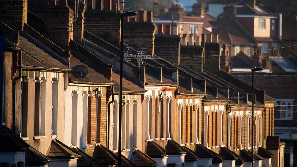 UK House Prices Slide 0.9% In August - Rightmove
