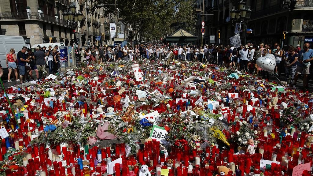 Muslims hold rally against terrorism in Barcelona
