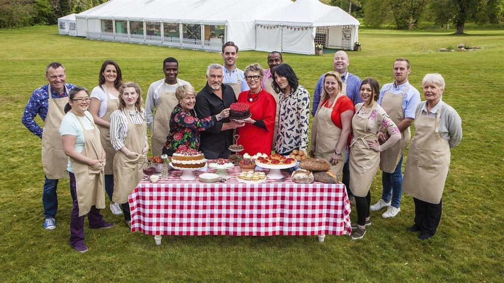 Toksvig: New Bake Off crew get on like a cake on fire