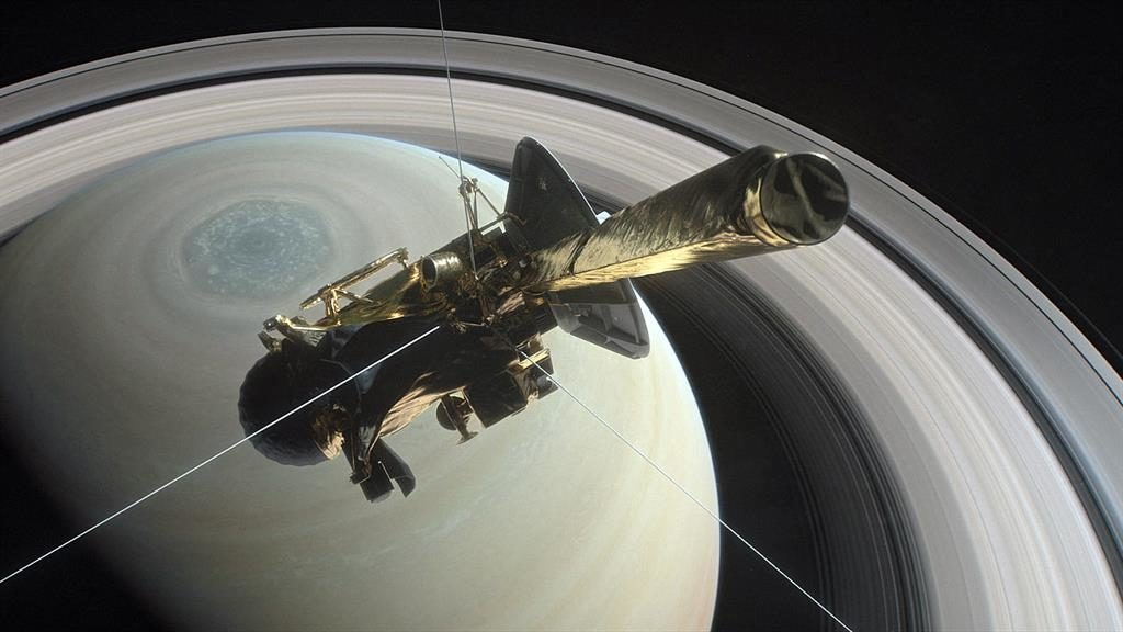 Nasa's Cassini probe ends its 4.9bn-mile mission