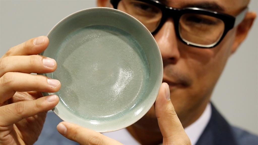 $51.3m porcelain bowl breaks record