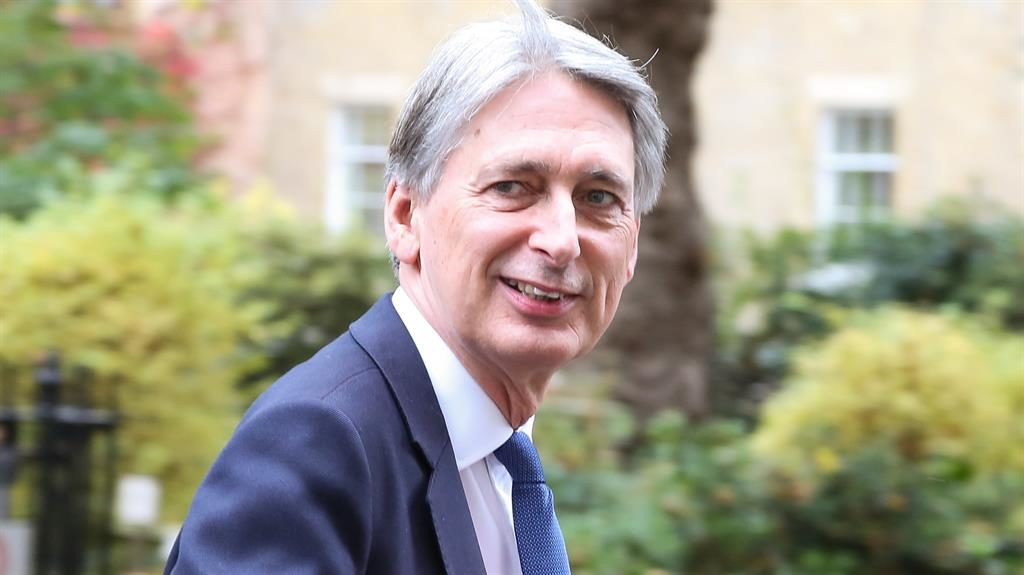 Budget: Hammond faces spending dilemma, says IFS