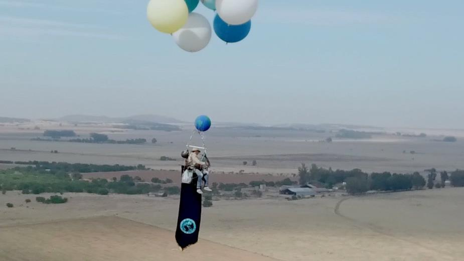 Amazing Mr Morgan drifts over South Africa Richard Quiet flight Tom Morgan drifts in the c&ing chair during his successful stunt PICTURES RICHARD ... & Brit adventurer mirrors Disney hit film with flight in a balloon ...