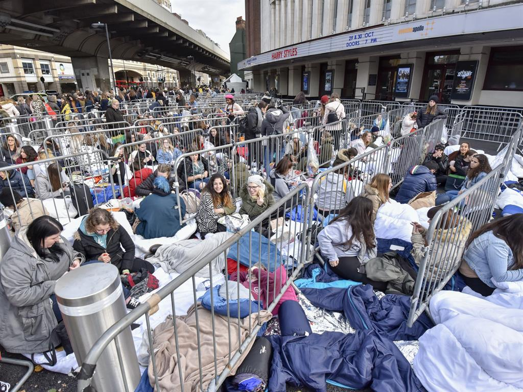Harry Styles Fans Camp Out for Days Ahead of London Shows