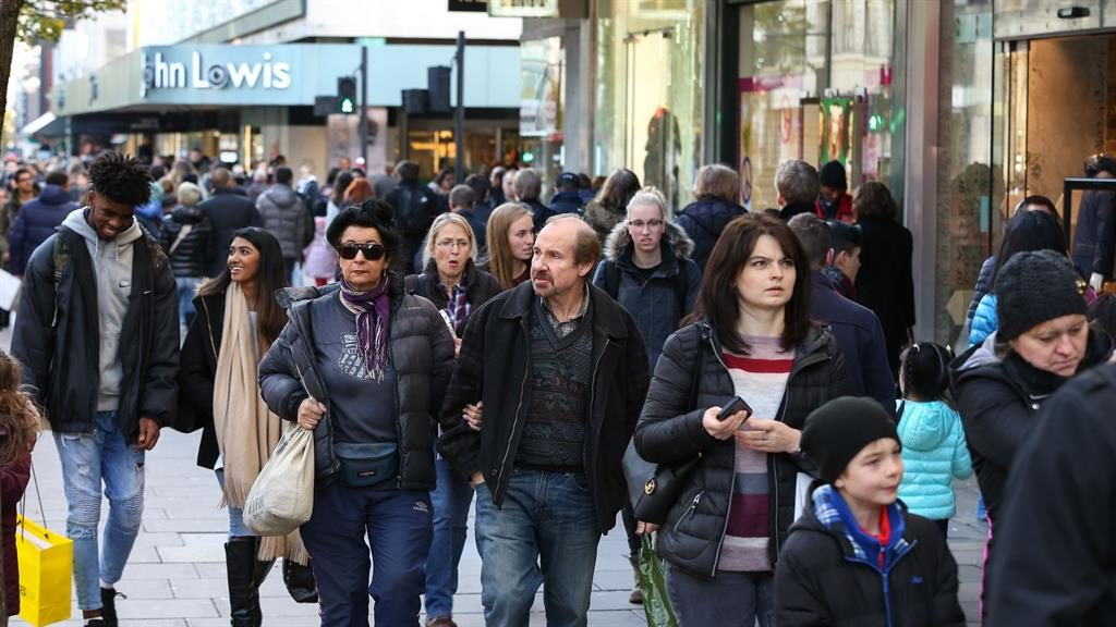 Christmas spending expected to fall for first time since 2012, Visa says