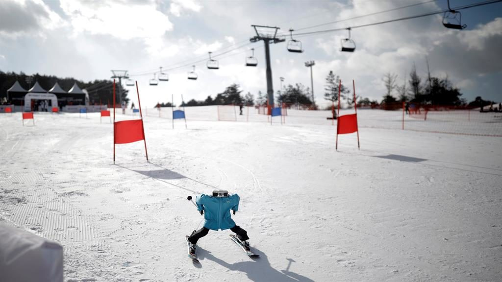 Robot course: An android makes its way down the slopes