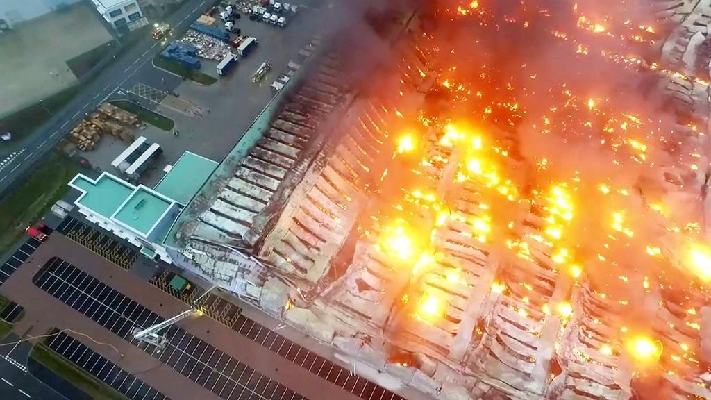 Warehouse inferno caught on camera | Metro Newspaper UK