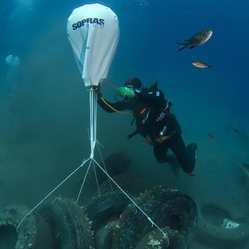 Bundle: A diver gathers tyres