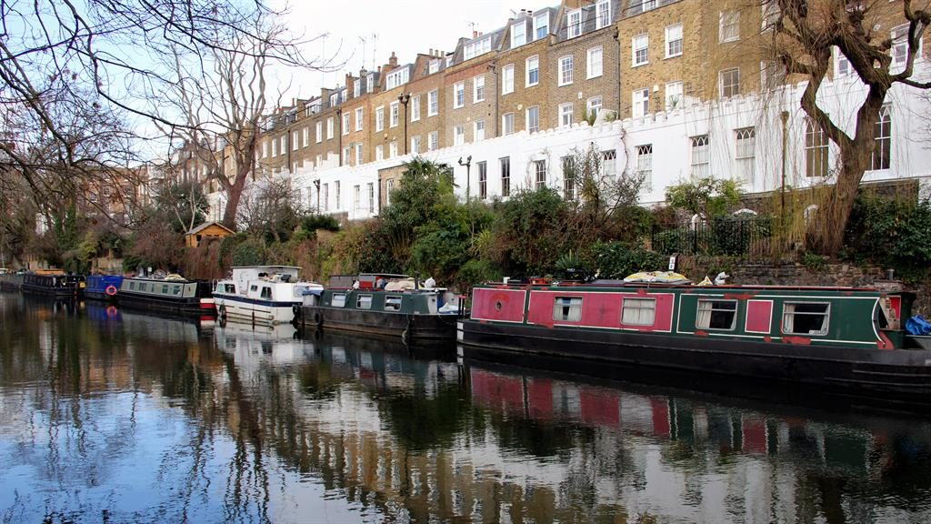 Strolling spot: Houses on the Regent's Canal
