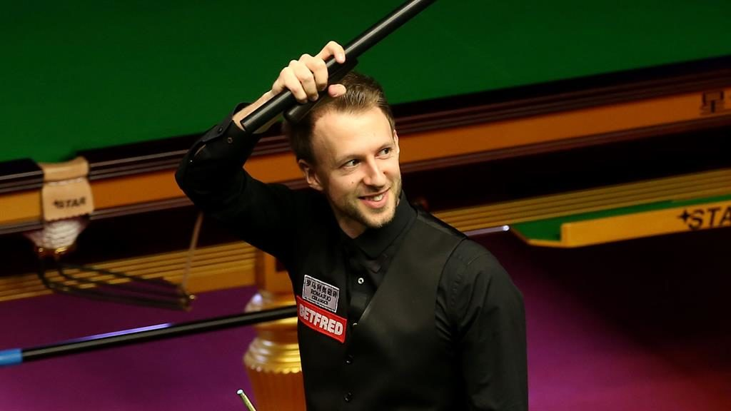 Judd Trump v Ricky Walden: Trump roars back to reach quarter-finals