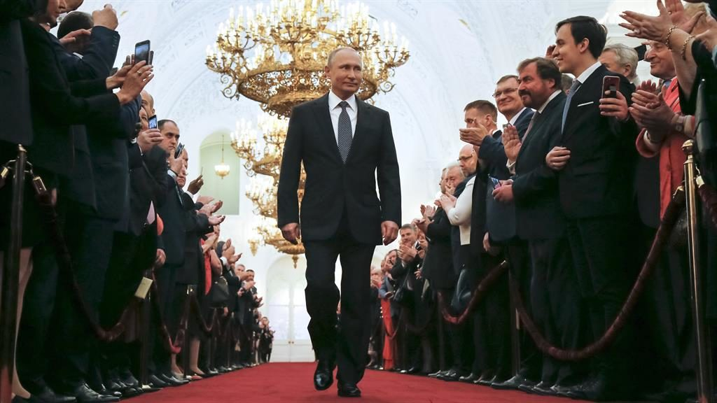 Putin sworn in for 4th term as Russia's president, promises economic reforms